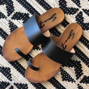 Seven Lucy Black and Tan Cute Sandals